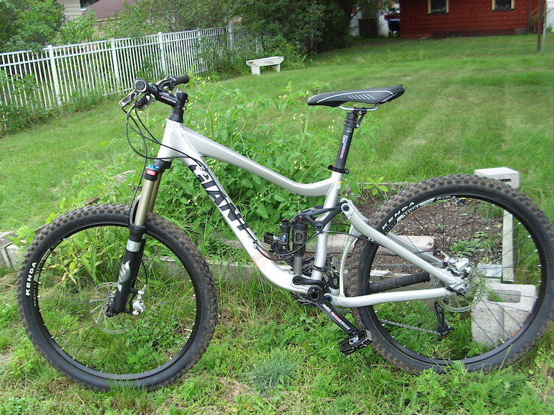 2009 Giant Reign 2 Specifications http://www.tetongravity.com/forums/showthread.php/199451-FS-Giant-Reign-0-SZ-xs